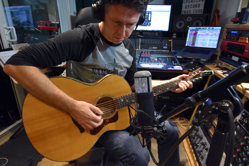 Using the Townsend Labs Sphere L22 to record acoustic guitar.