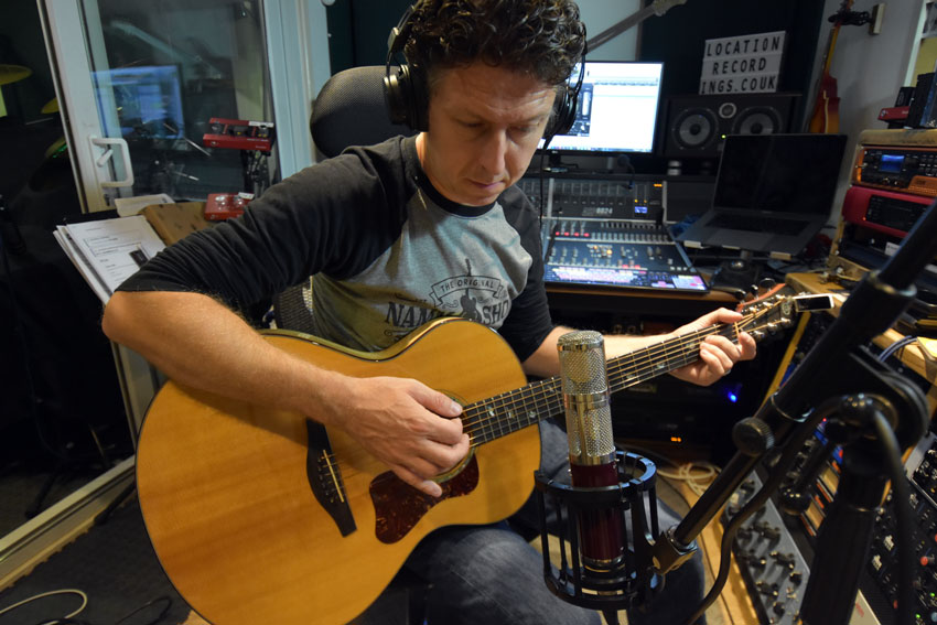 Using the Vanguard Audio Labs V44S microphone to record acoustic guitar.