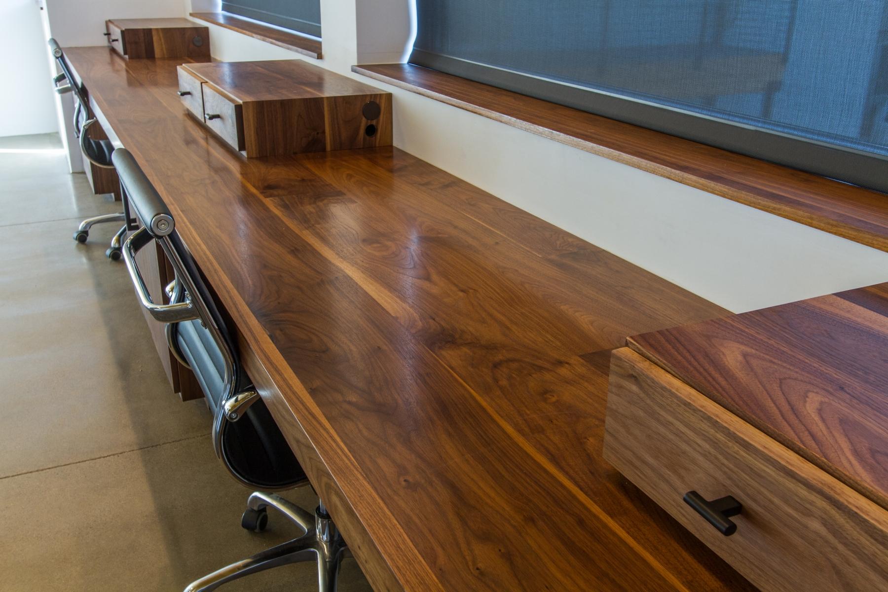 Desk-Detail_1800x1200_2882467.jpg