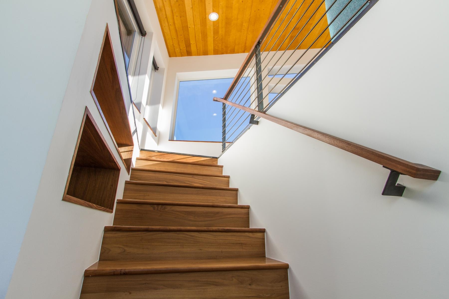 Staircase_1800x1200_2882510.jpg