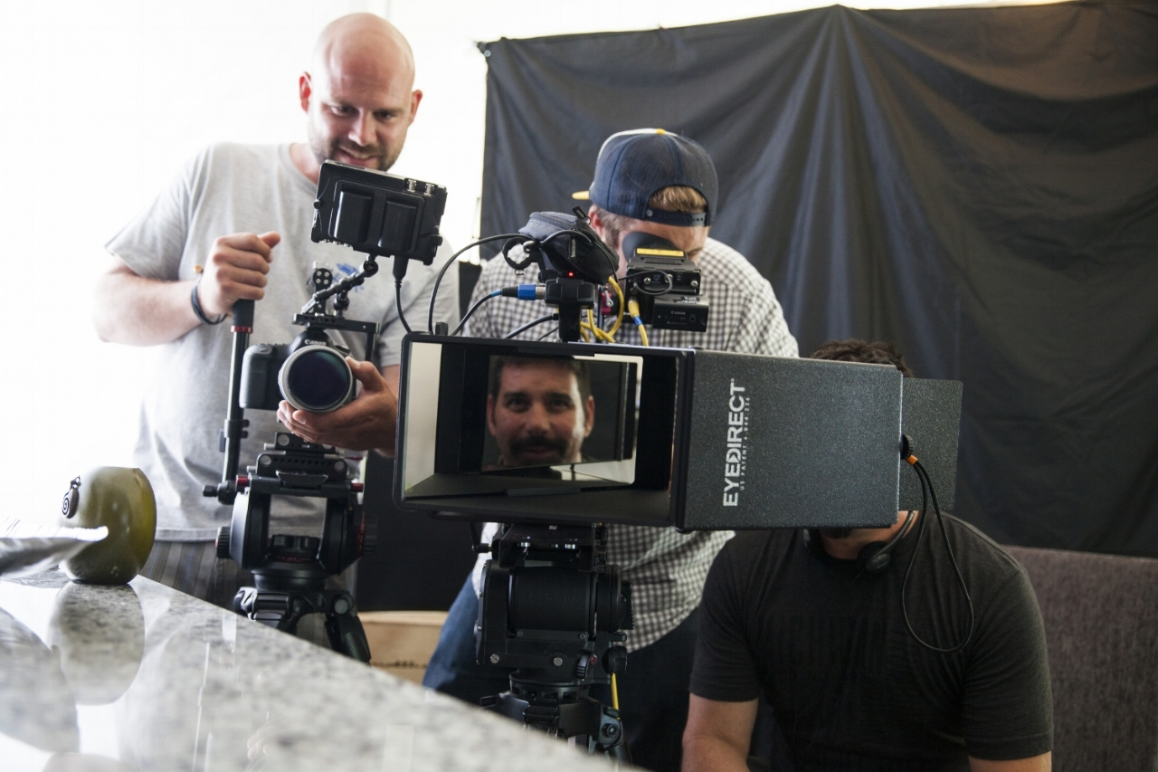 <strong>The Eye Direct sytems allows the talent to see the director in front of the lens  providing direct eye line for shooting real people</strong>