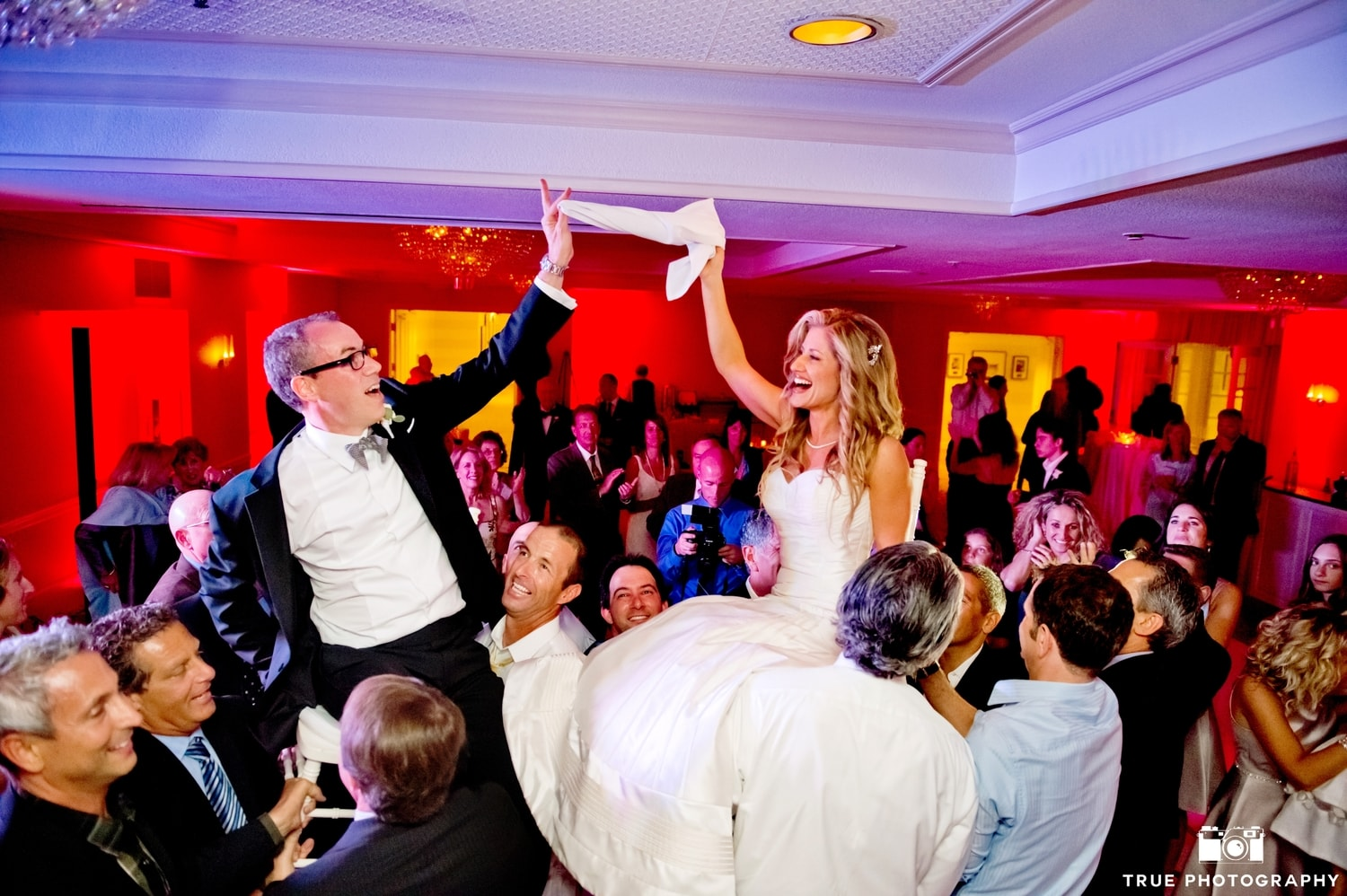 CREATING MOMENTS LIKE THIS    Wedding DJ   Special Event DJ   Fitness & Yoga DJ