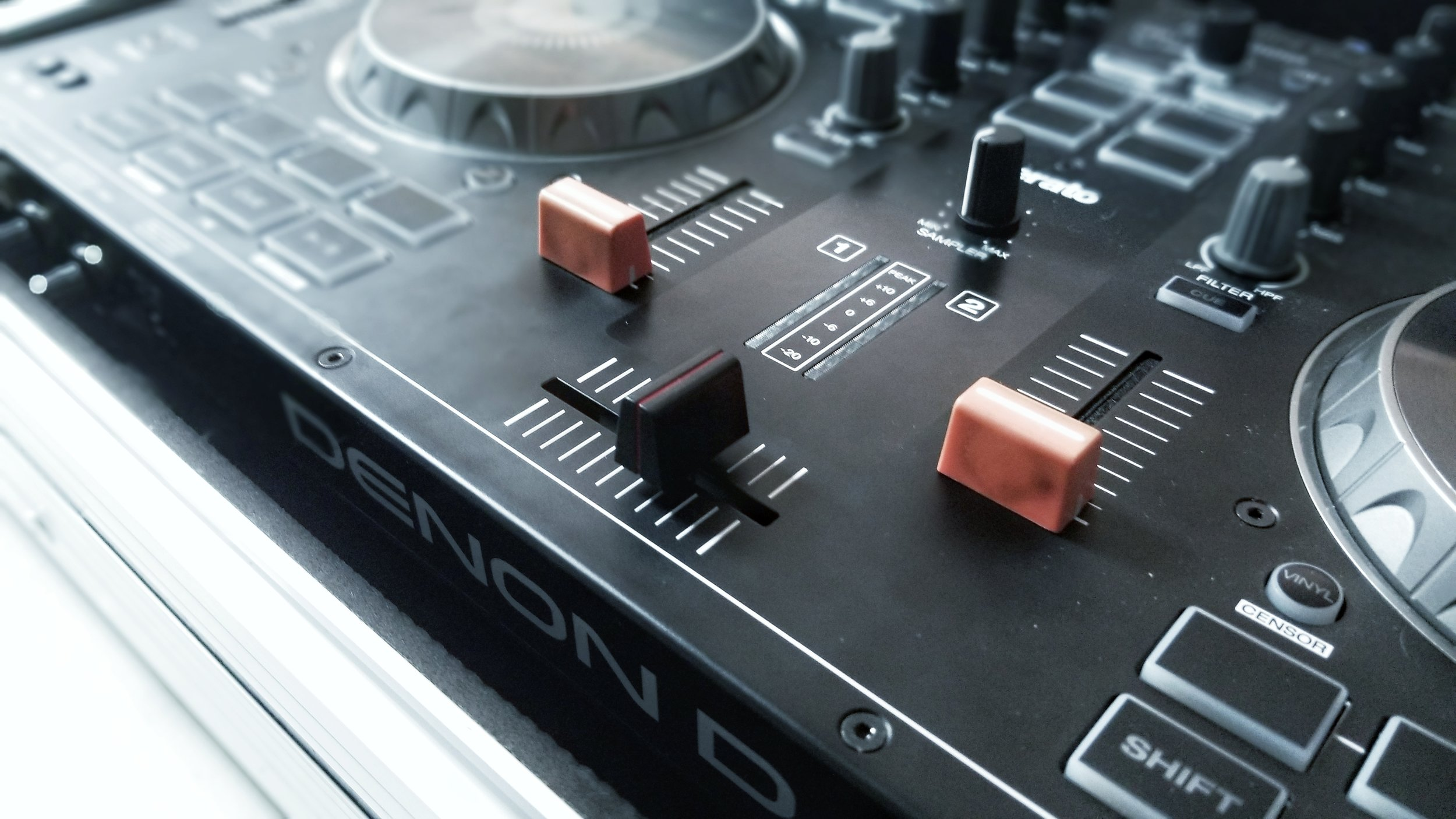 """The Mini Innofader Plus is """"contactless."""" It hovers above the surface of the mixer, allowing for smooth and fast cuts."""