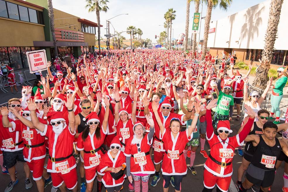 The San Diego Santa Run welcomed 3,000 costumed Santa Claus wearing runners.