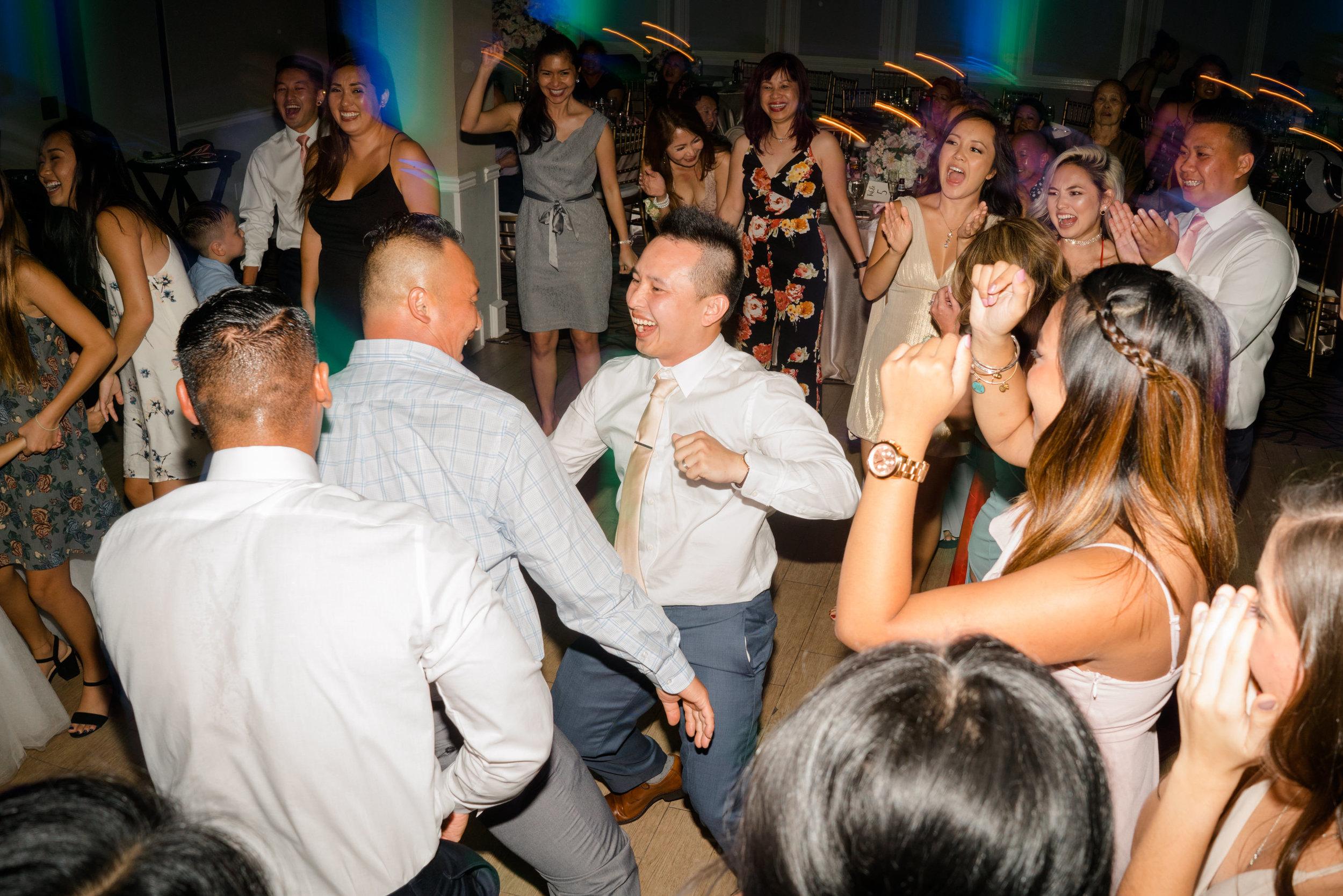 djkanoya_morgan_run-wedding_dancecircle.jpg