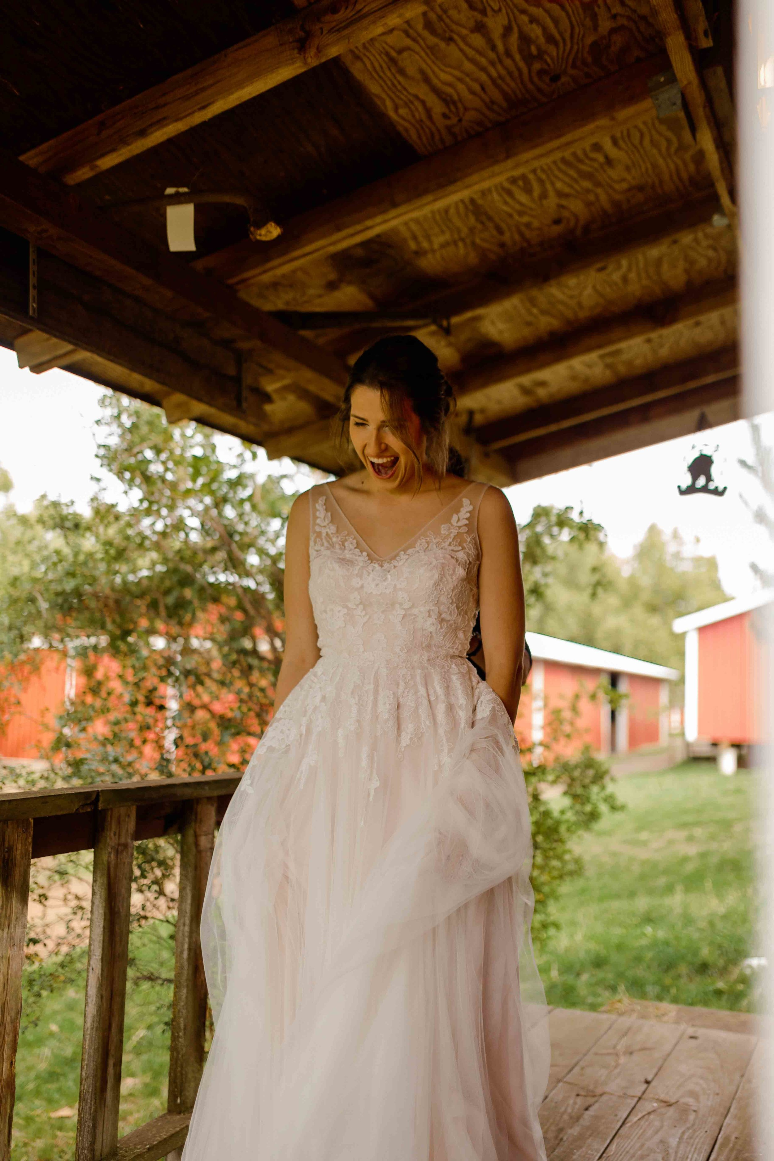 vineyard wedding summer fall oregon corgi rustic wedding-15.jpg