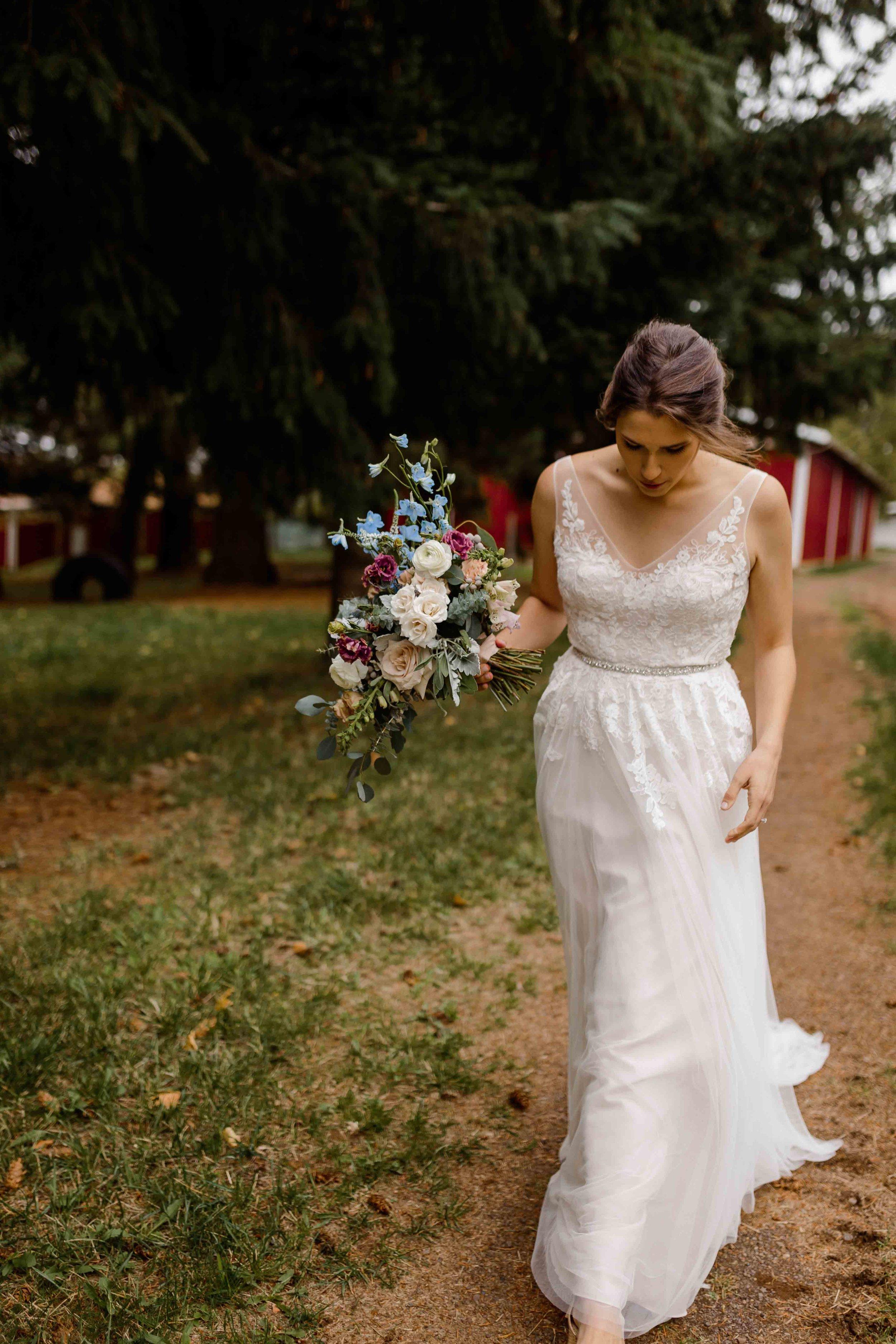vineyard wedding summer fall oregon corgi rustic wedding-19.jpg