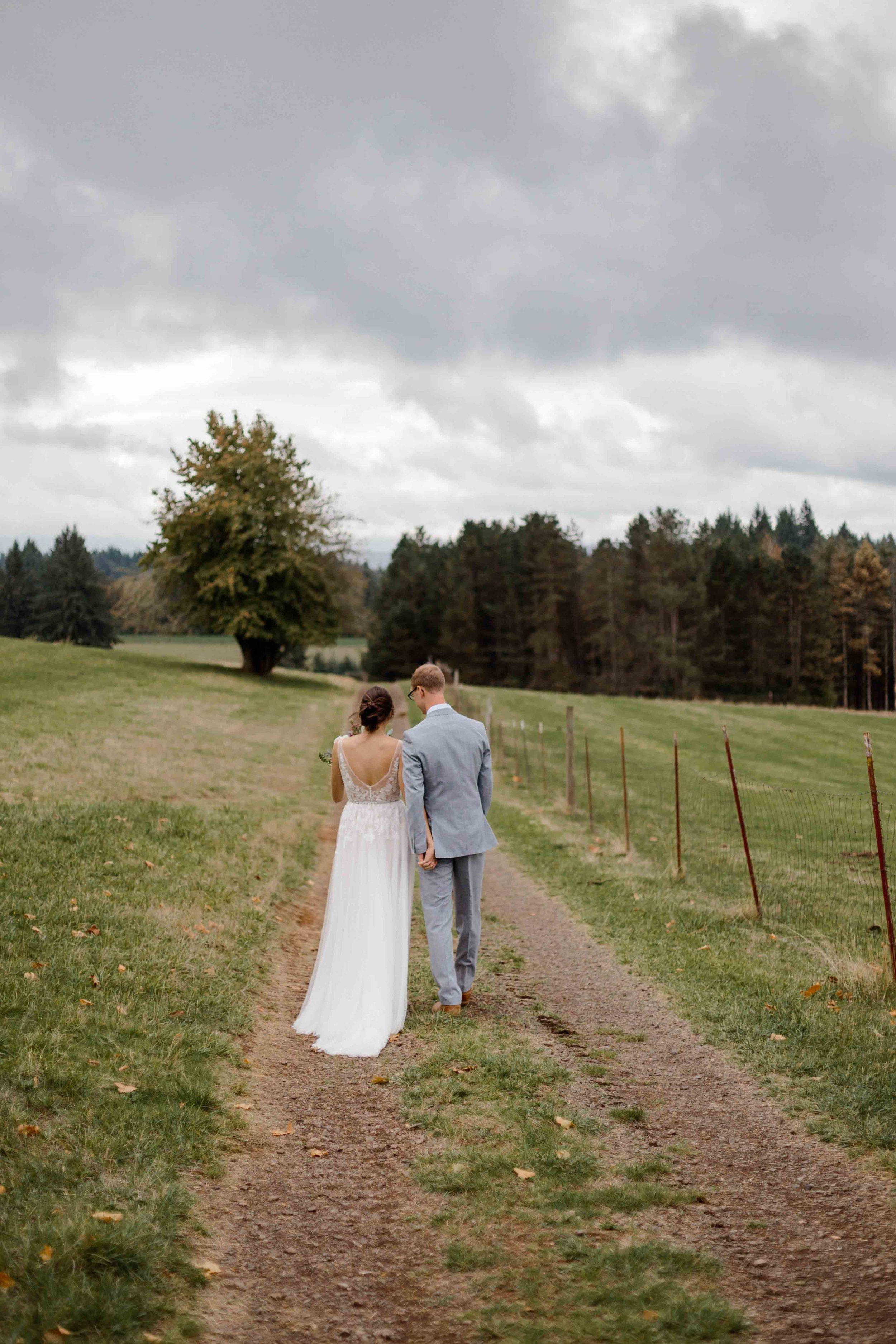 vineyard wedding summer fall oregon corgi rustic wedding-24.jpg
