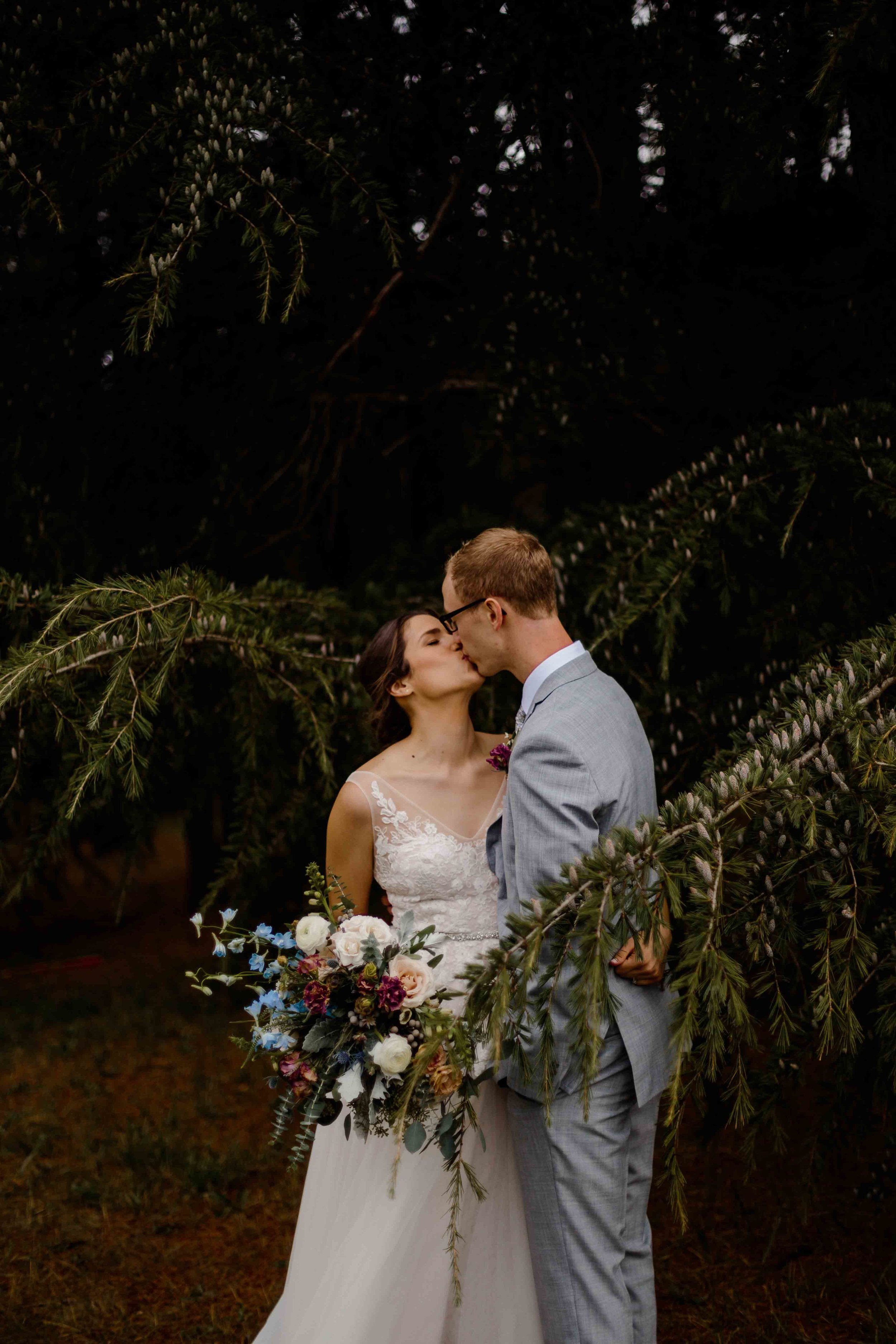 vineyard wedding summer fall oregon corgi rustic wedding-33.jpg