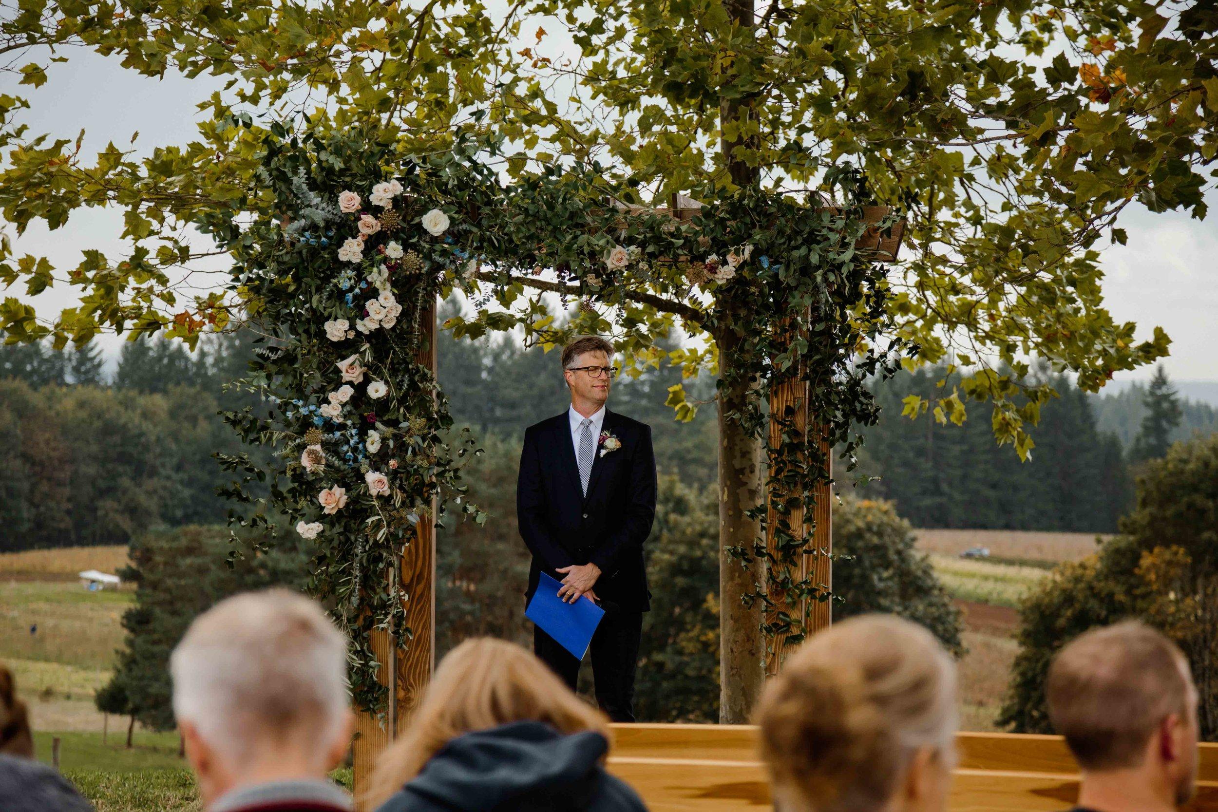 vineyard wedding summer fall oregon corgi rustic wedding-54.jpg