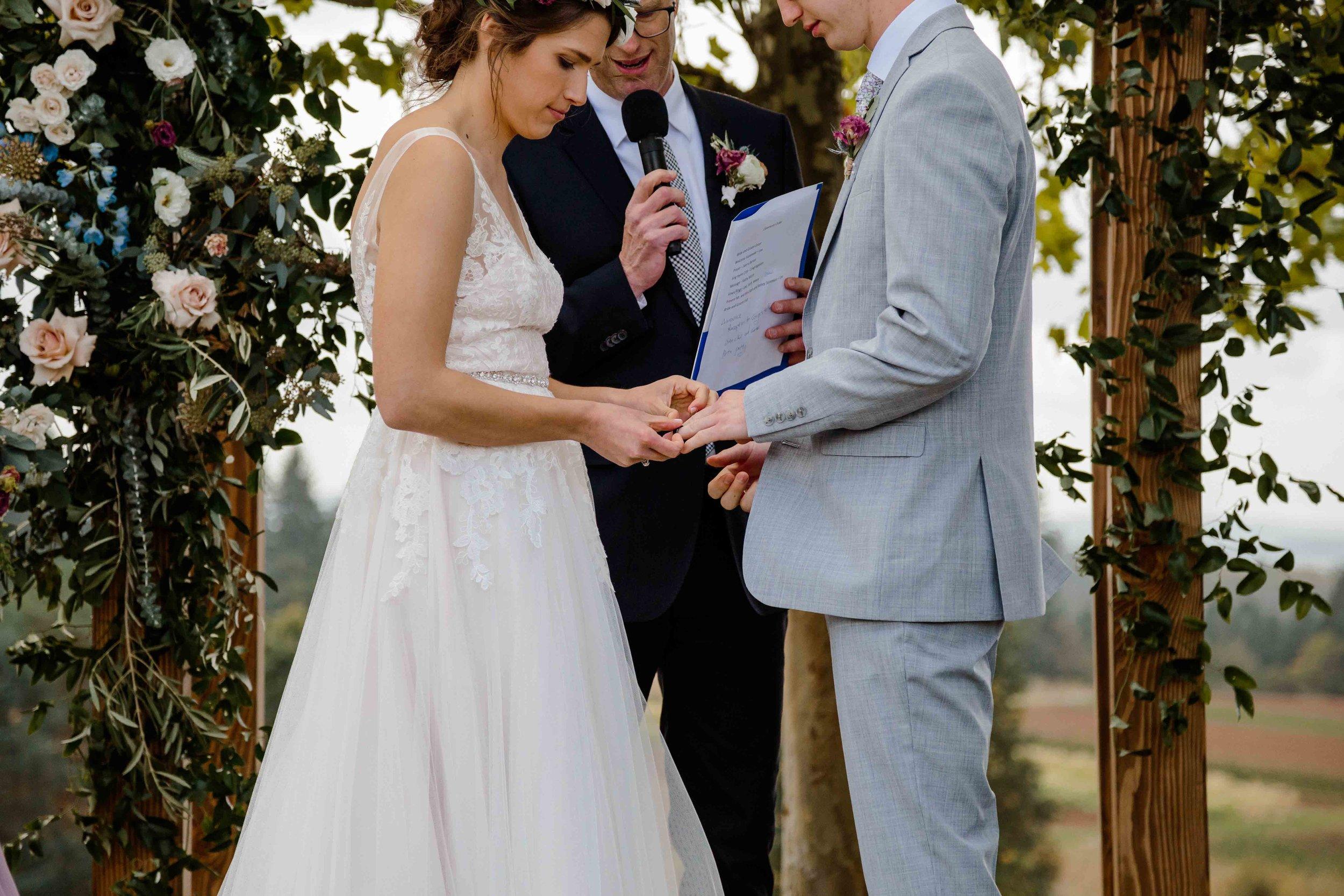 vineyard wedding summer fall oregon corgi rustic wedding-66.jpg