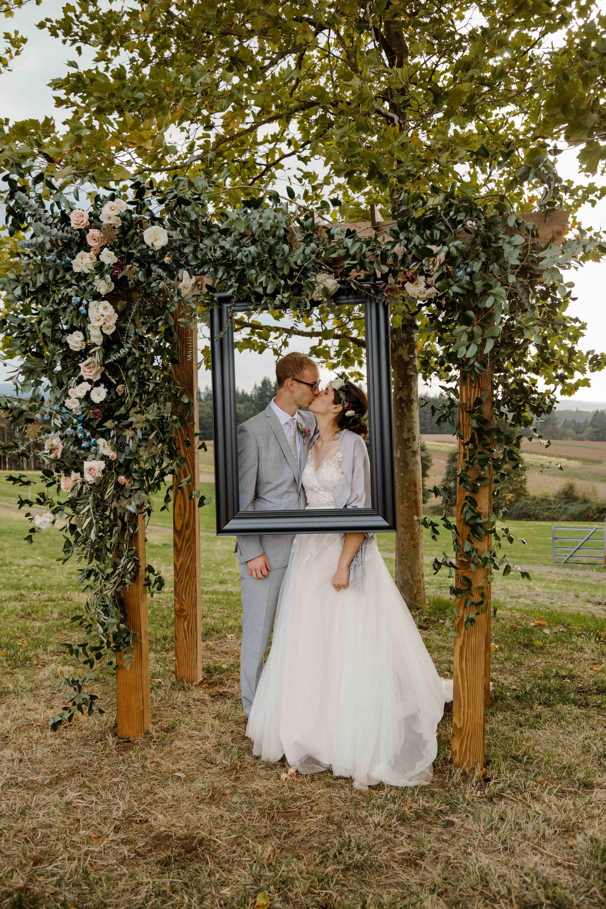 vineyard wedding summer fall oregon corgi rustic wedding-84.jpg