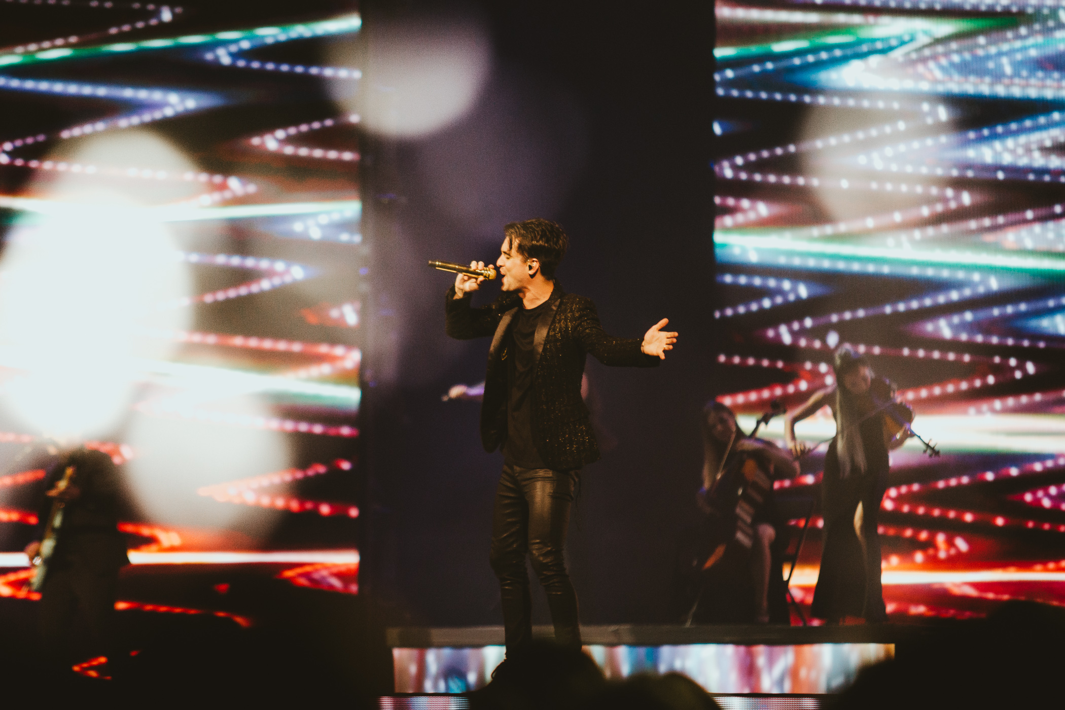 1_Panic!_At_The_Disco-Rogers_Arena-Timothy_Nguyen-20180811-7.jpg