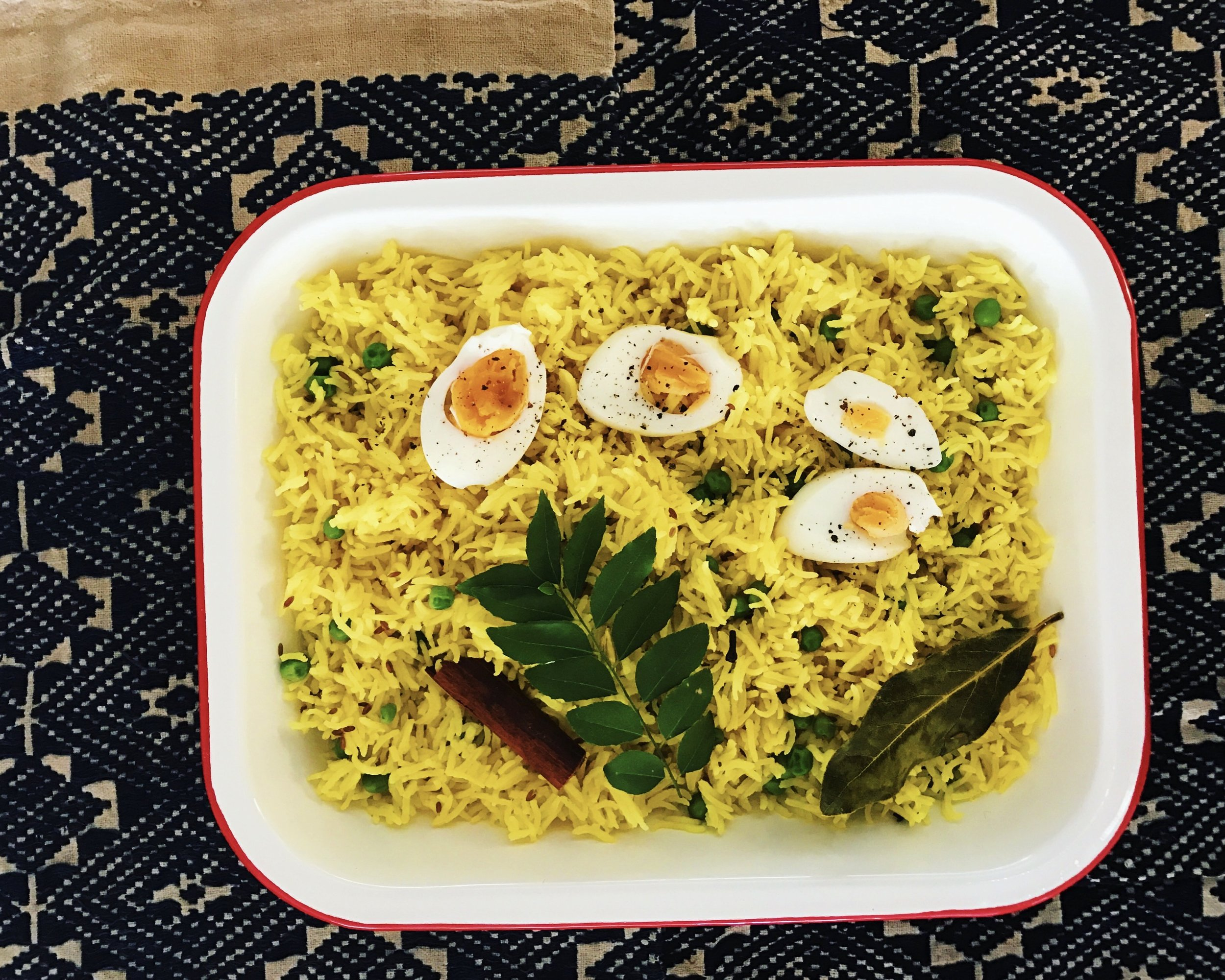 Pilau rice with turmeric and peas