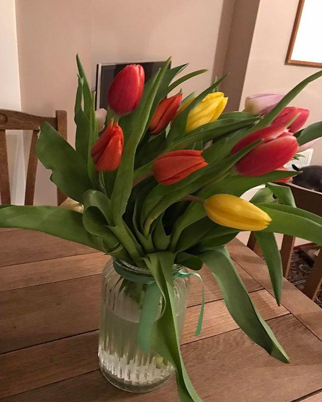 Pretty (early) birthday flowers from the ever lovely @flipflopsandflightsocks 💐 #daysofsmallthings