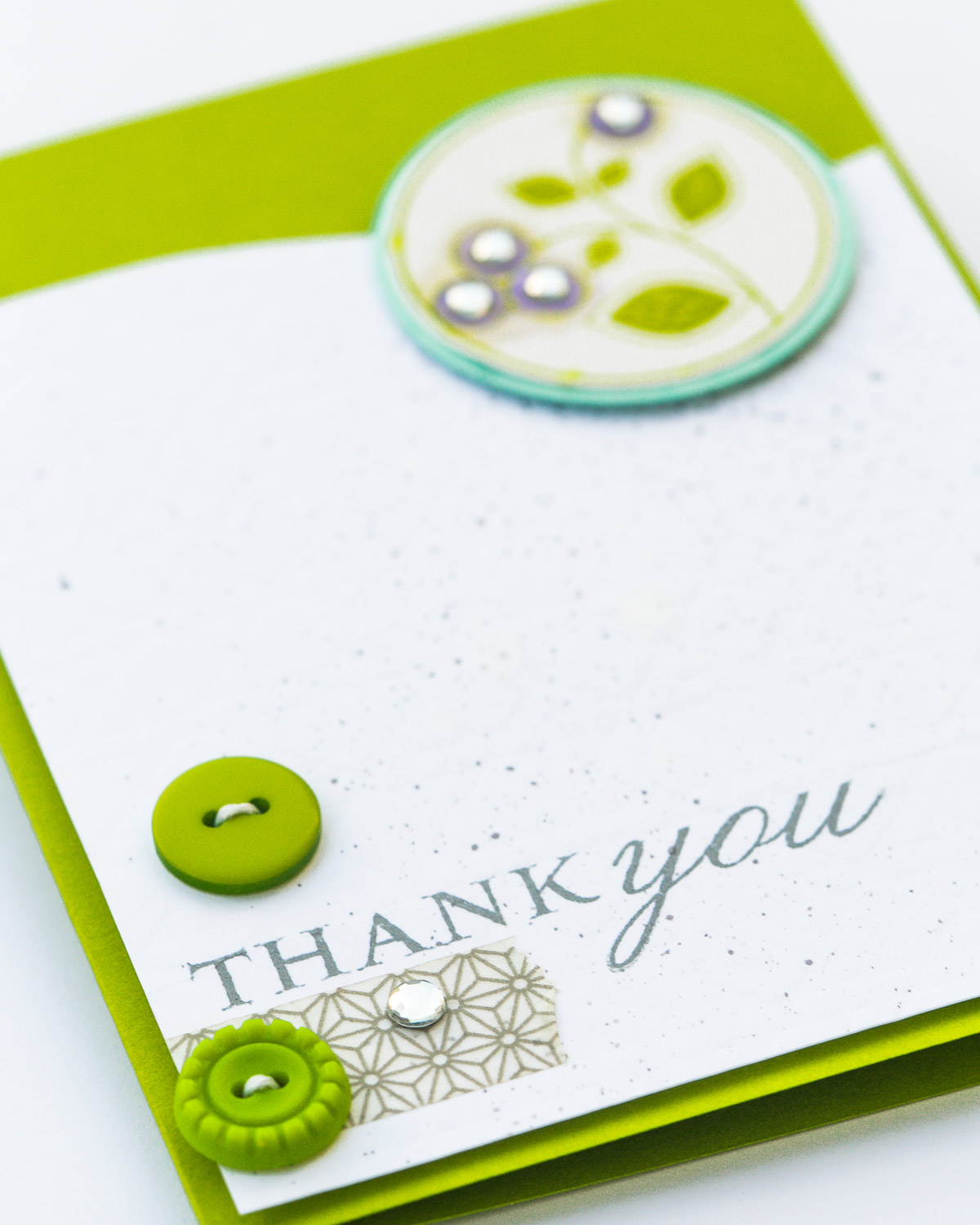 HAPPY SCRAPPY FRIENDS BLOG HOP: THANK YOU CARD WITH NO PATTERNED PAPER BY @PIXNGLUE