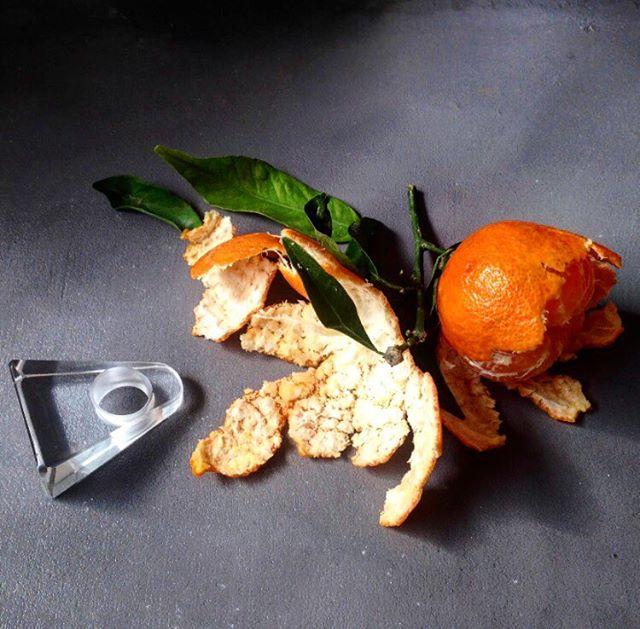 Discover  @idonthaveasister statement Ring!  #tangerine #glass #vetro #verresoufflé #design #designer #paris #venice #murano #jewelry #statementpiece #statementjewelry