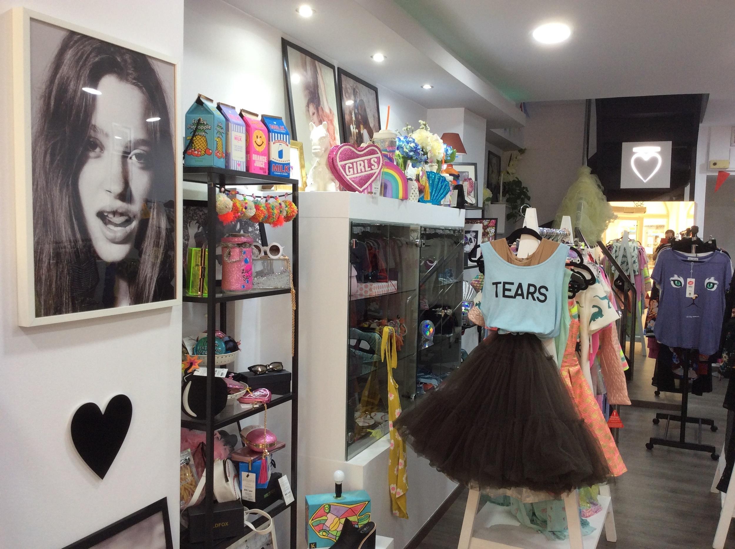 Hlaotvee, Photograph of store interiors, 2016, Limassol.