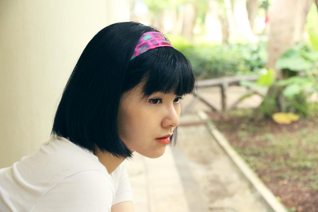buy fluo pink scarf hairband online paris taipei tokyo. スカーフコーデ for t-shirt. isetan selfridges hypebeast