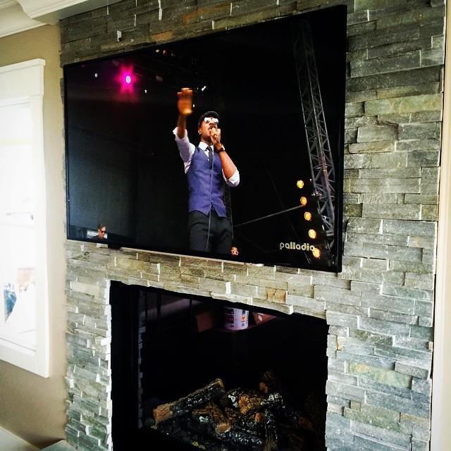 Another fireplace today. #nyavd #nyavdcrew #livingroom #fireplace #wedoitbetter #customtvinstall