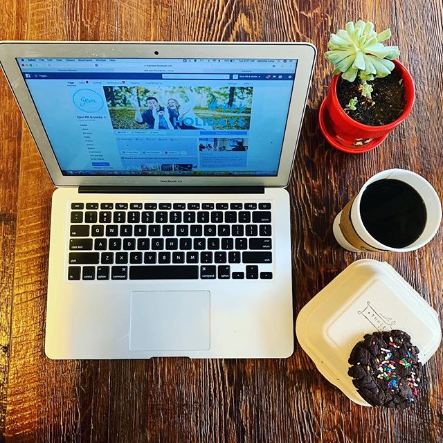 Facebook updates. Coffee. Cookie. Done. We don't mess around! ☕️ @customcupcoffee 🍪 @threetwigsbakery 👌🏻 #WhatAGem #SpringfieldIL #SpringfieldIllinois #SangamonCounty #PublicRelations #SocialMedia #LoveSpringfield #LoveWhereYouLive #CoffeeLove #WeLoveCoffee #NationalCookieDay