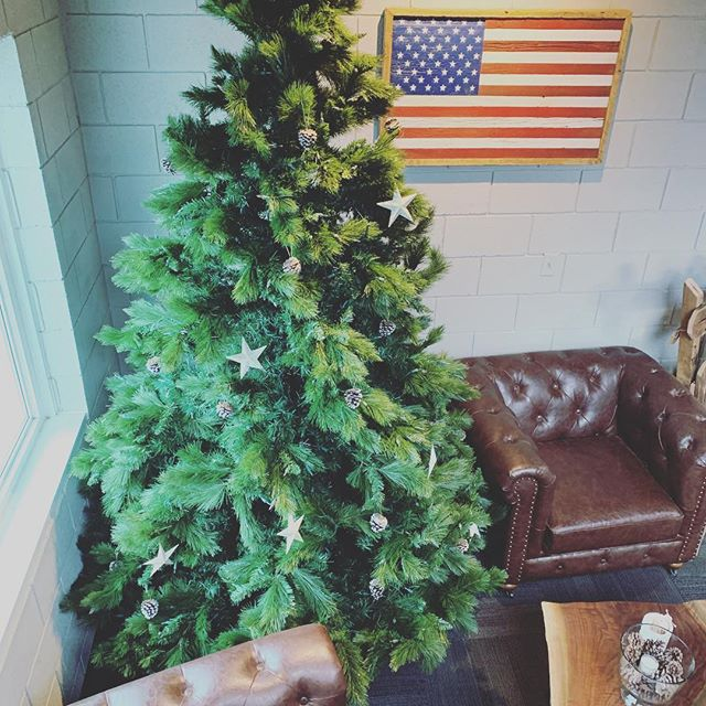 Where's your #American #BarnWoodFlag hanging during the holidays? 🇺🇸 by @sangamon_reclaimed  #flagsforheroes #SpringfieldProud #ReclaimedWood #TheHolidays #AmericanFlag #ItsBeginningToLookALotLikeChristmas #ShopLocal #BuyLocal #LoveSpringfield #ThinkLocal #WinterLumberland #TisTheSeason #SangamonCounty #WillShip #FlagsForSale #Table #BarnWoodTable #LoveWhereYouLive #WhatAGem