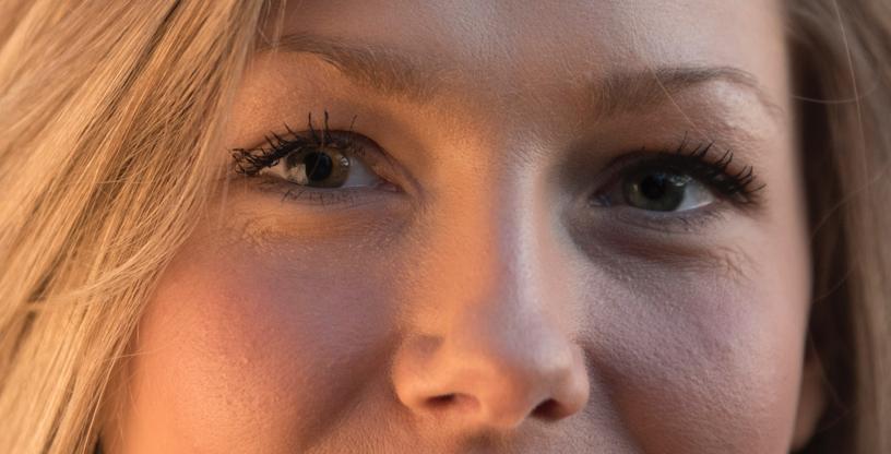 Bilde tatt ved f/2.8 ved 200mm. Se hvordan høyreøyet er i fokus, mens nesetippen og venstreøyet er henholdsvis fram- og bakfokusert. Modell Kine H. Karlsen