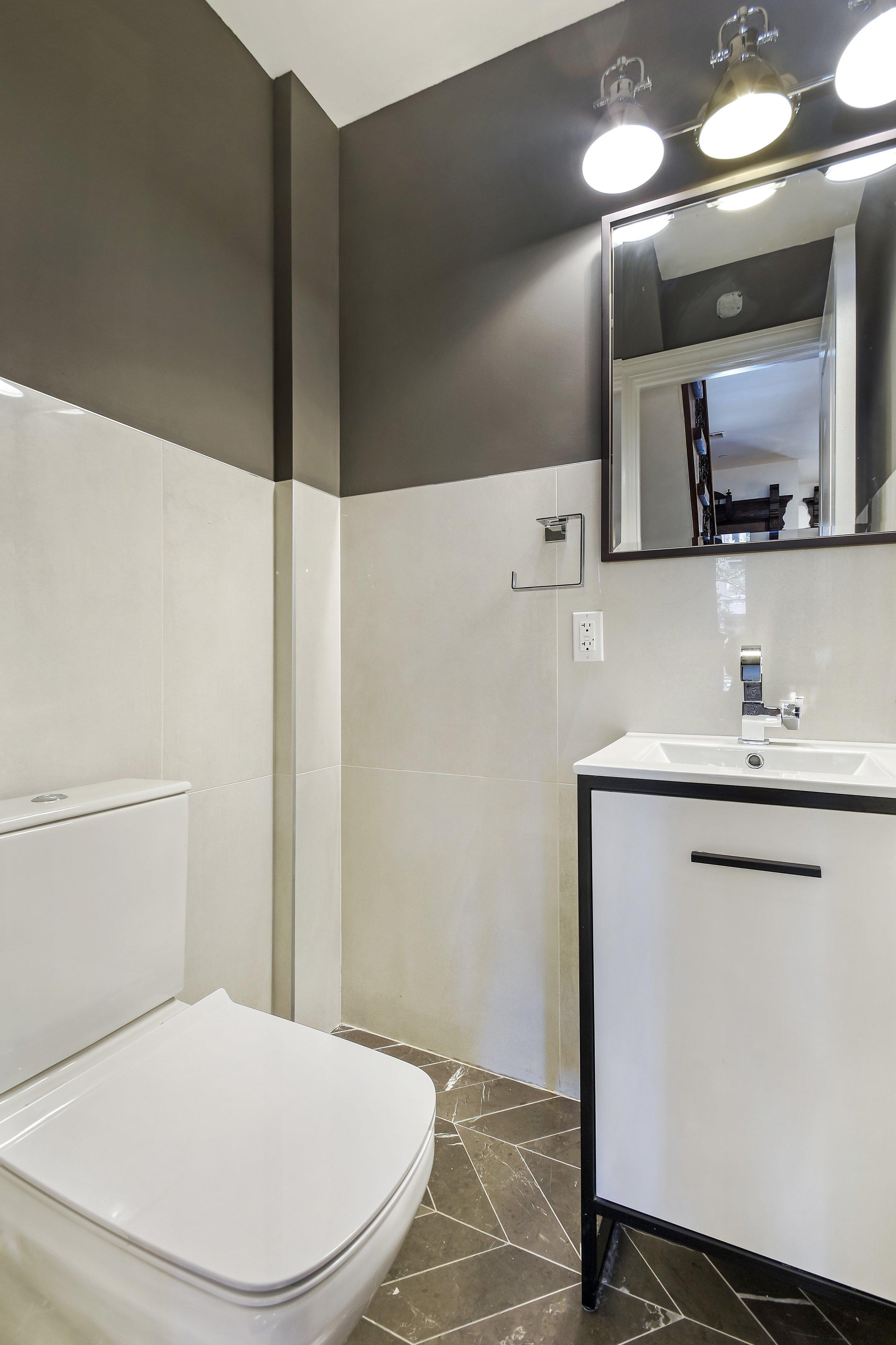 13_488MadisonSt_8001_Bathroom_HiRes.jpg