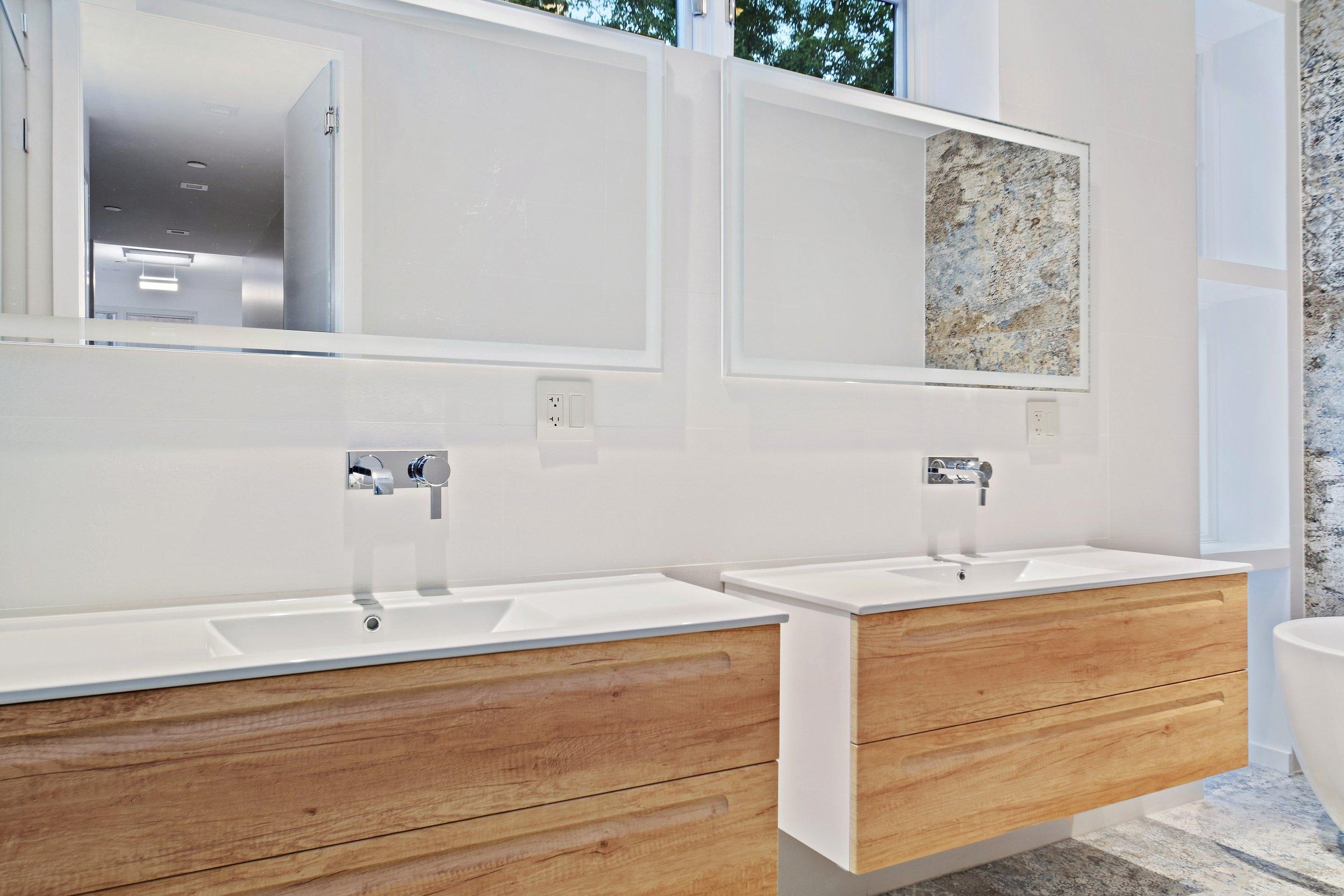 14_22SAINTFELIXSt_8001_Bathroom_HiRes.jpg