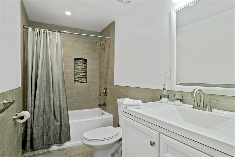 7_720MadisonAve_8_Bathroom_LowRes.jpg