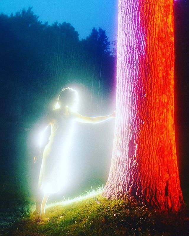 Full Moon + Winter Solstice Ceremony 🌕❄️🙏 Saturday, December 22, 2018 4:30 PM - 5:30 PM @mamaswellnessjoint  A full moon occurs when the Sun is opposite the Moon. This highlights polarities in your life such as - work vs. home - what you need vs. what you want. Inner tension and external pressures can lead to amazing transformational opportunities. Your home, family and intimate relationships come into sharper focus following a full moon.  Winter Solstice has been celebrated in cultures all over the world for thousands of years. This start of the solar year is a celebration of Light and the rebirth of the Sun.  The December 22 full moon brings stimulating personal encounters and exciting events. You will feel more open to change in your life and may actively seek it out. This is a good full moon for trying something new in your domestic routine or personal life (eh-hem) like a moon circle! This is extremely amplified with the Solstice!  We will be meditating, sharing and writing so you can get clear and get going with your New year intentions! Lets use this time together to up level anything stagnant in your beautiful life! LINK IN BIO!  Amazing artwork by @danielmercadante 🌈🙏
