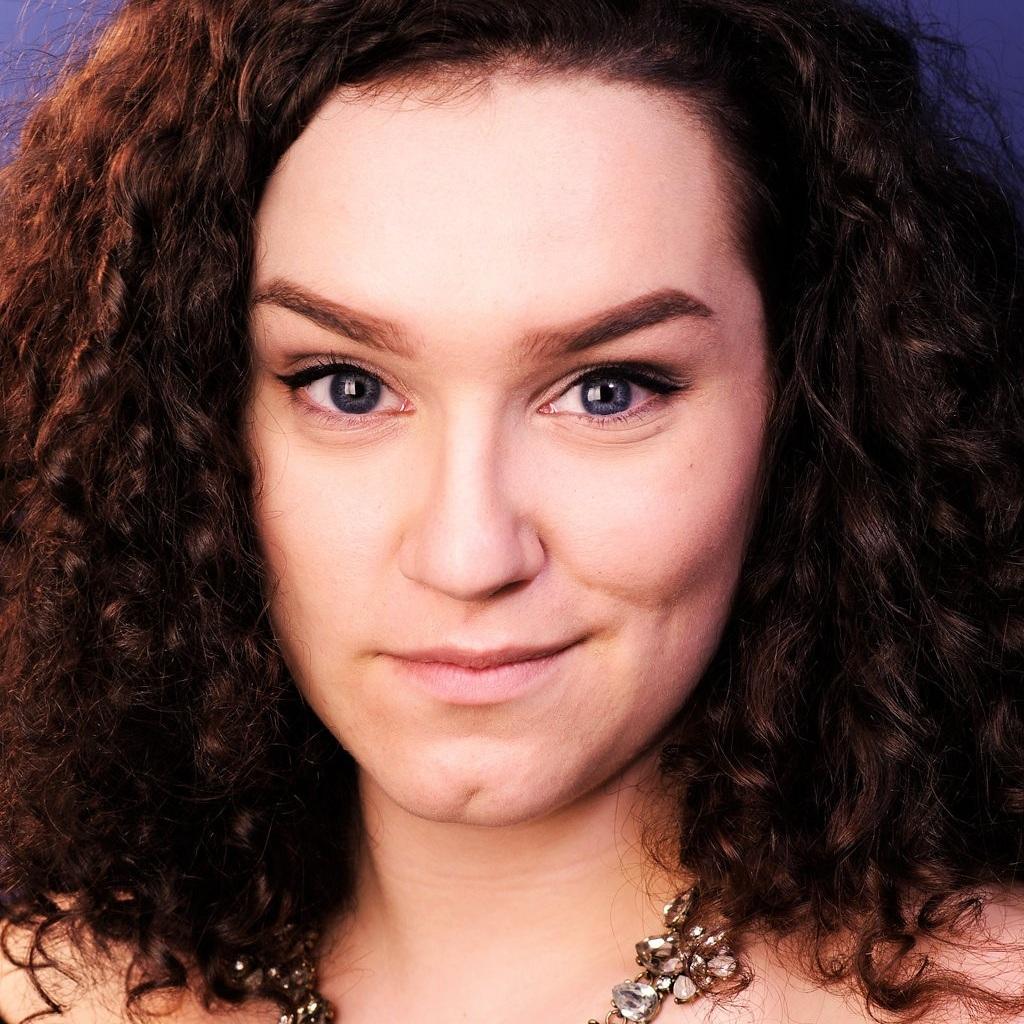 Natalie Dulka (Vivienne)