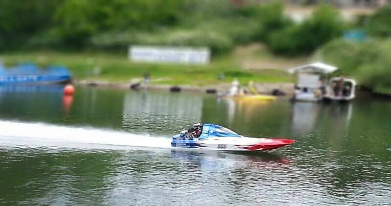 drag boat1.jpg