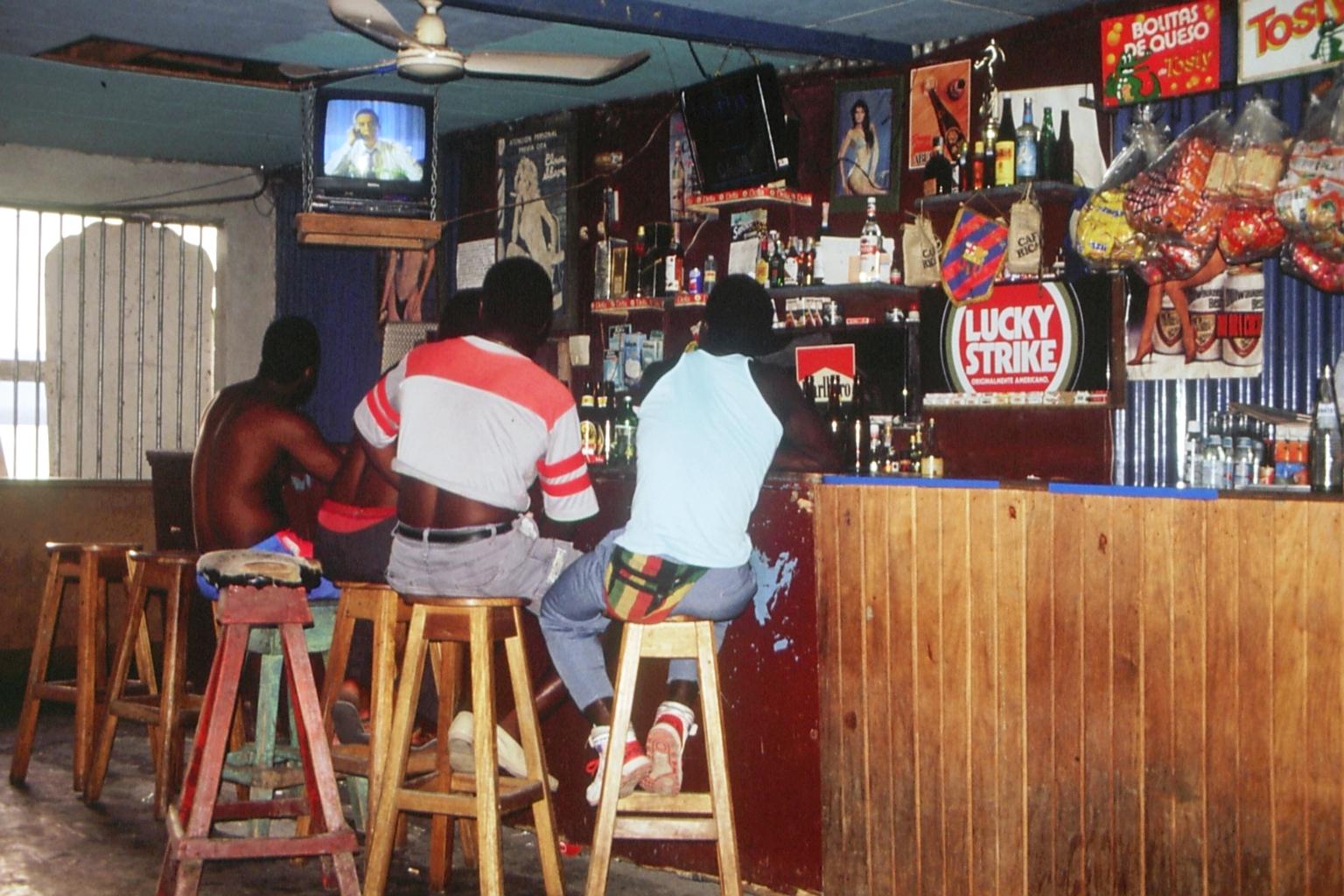 Bar de Roy    Puerto Viejo    1991    Hoy Mango's Bar    CZ_001_034