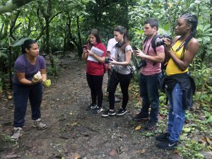 Tirza explains the importance of cacao to students