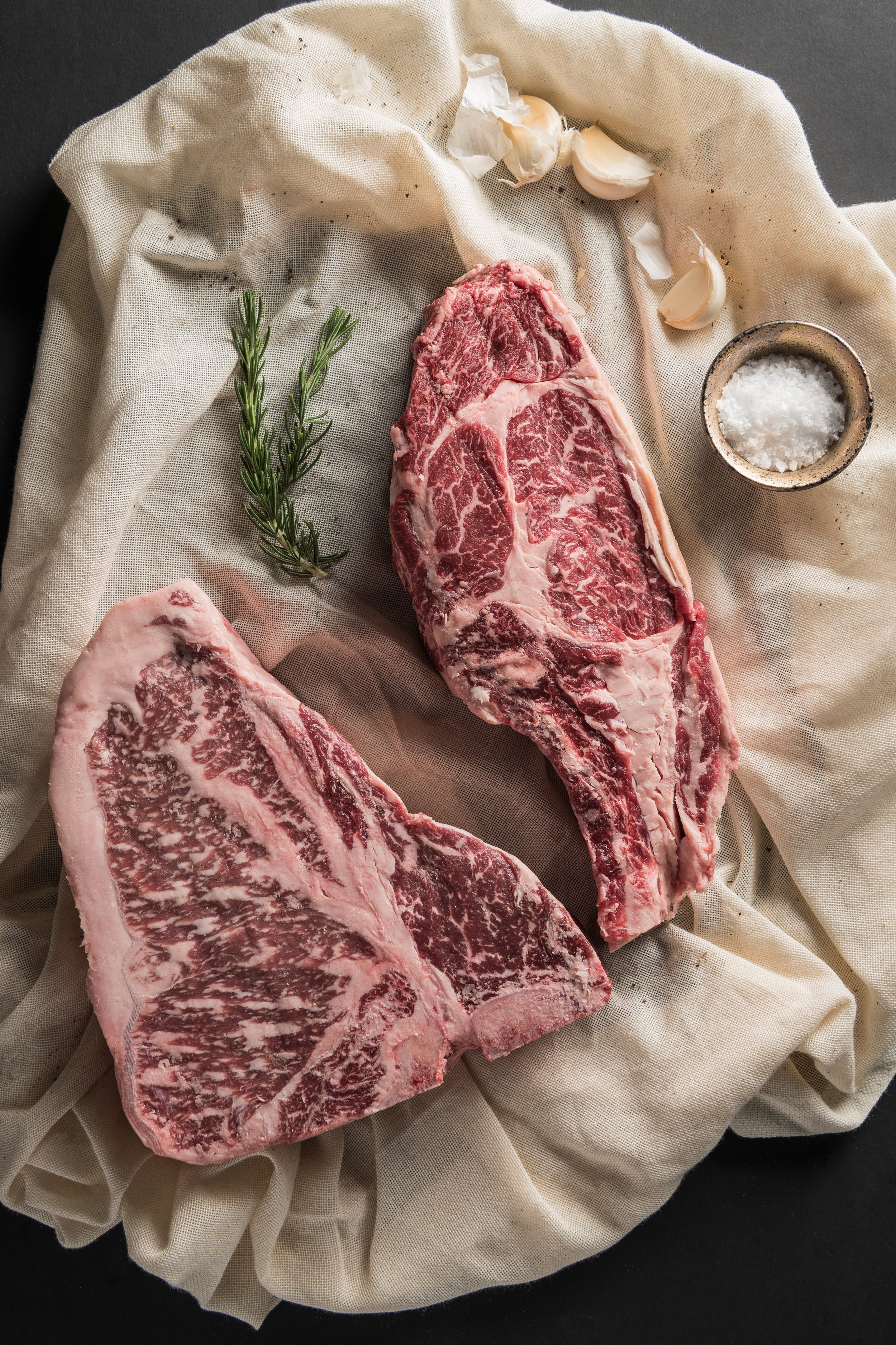Mayura Station Full BlooD Wagyu - Mayura Station is located in the Limestone Coast, heart of some of the best farming country in Australia, ideal for producing the ultimate quality, award winning Wagyu beef. Mayura Station is situated in an area perfectly sculptured with rich healthy rolling hills and fertile soils. Combined with moderate climate, sparkling clean water, favourable and reliable rainfall. Its 100% Full-blood Wagyu cattle were imported into Australia in 1997 and just like thoroughbred horses, the herd's ancestry, bloodlines and pedigree are a major distinguishing factor in the quality of our Full-blood Wagyu beef.