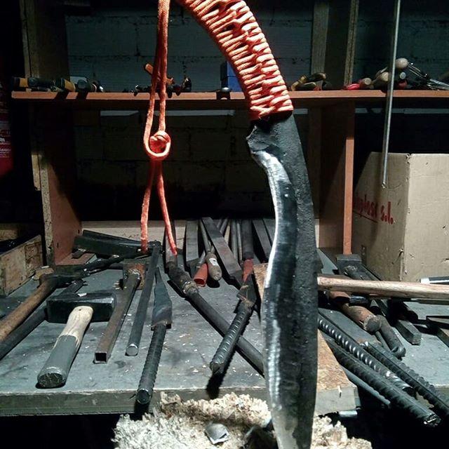 Bushcraft knives, Seax Knife #cursosdeforja #fantasticfactory #forjadoafuego #forja #frikipark www.fantastic-factory.com #seax #bushcraft
