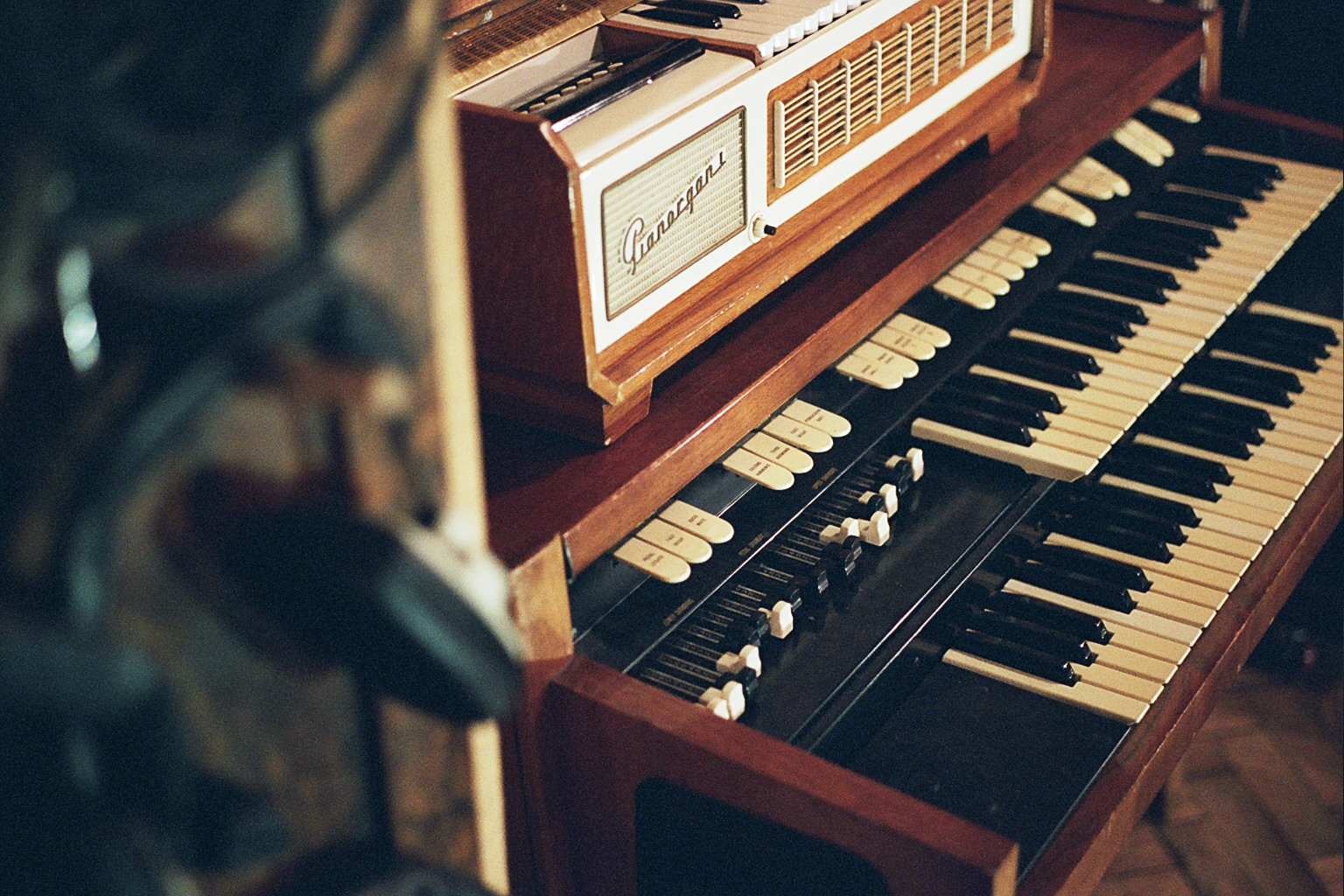 Live room Hammond detail.jpg