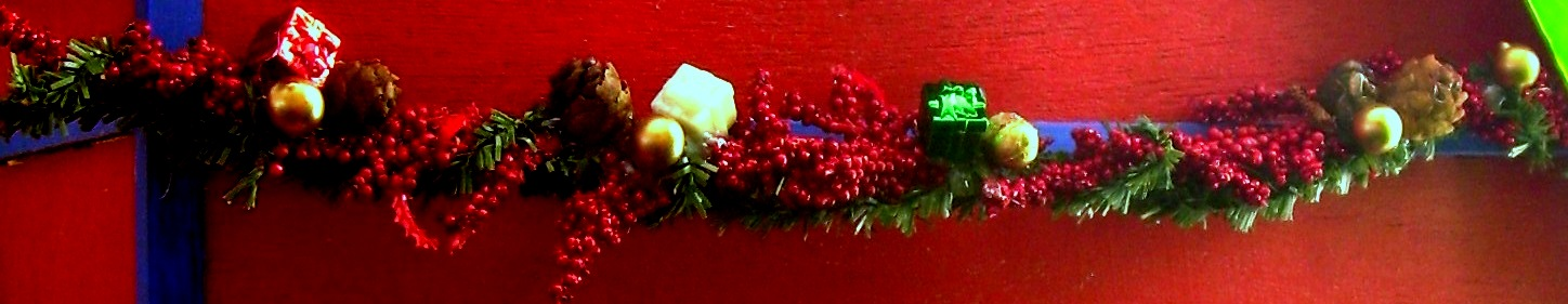 Handmade holiday garland for the Zevos dollhouse