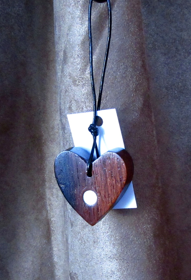 Rosewood heart with Golden Mother-of-Pearl dot inlay