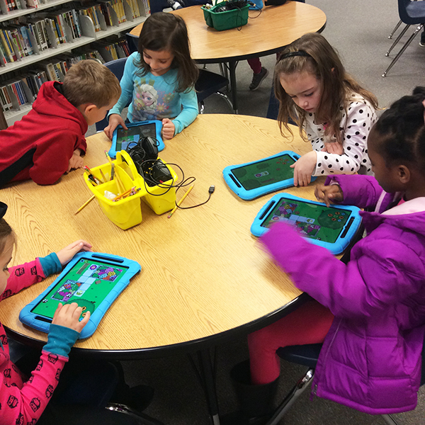WhiteOak_Hour of Code iPads_4x4_web150.jpg