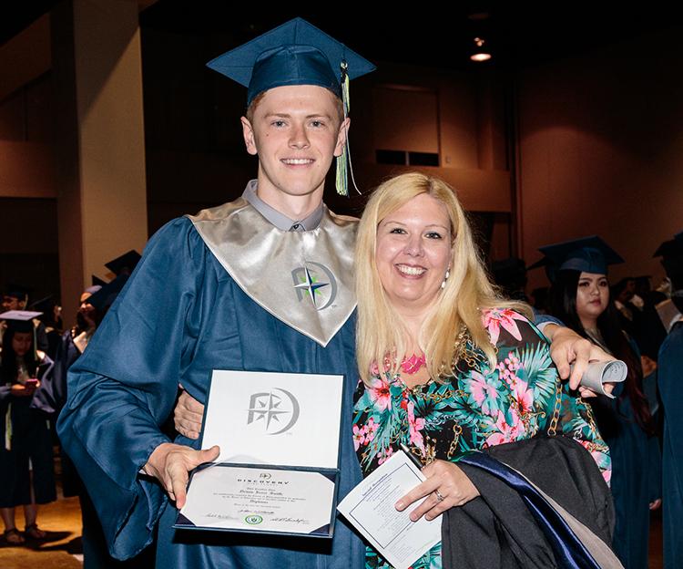 2016_DiscoveryHS_Graduation_42_proudmom.jpg