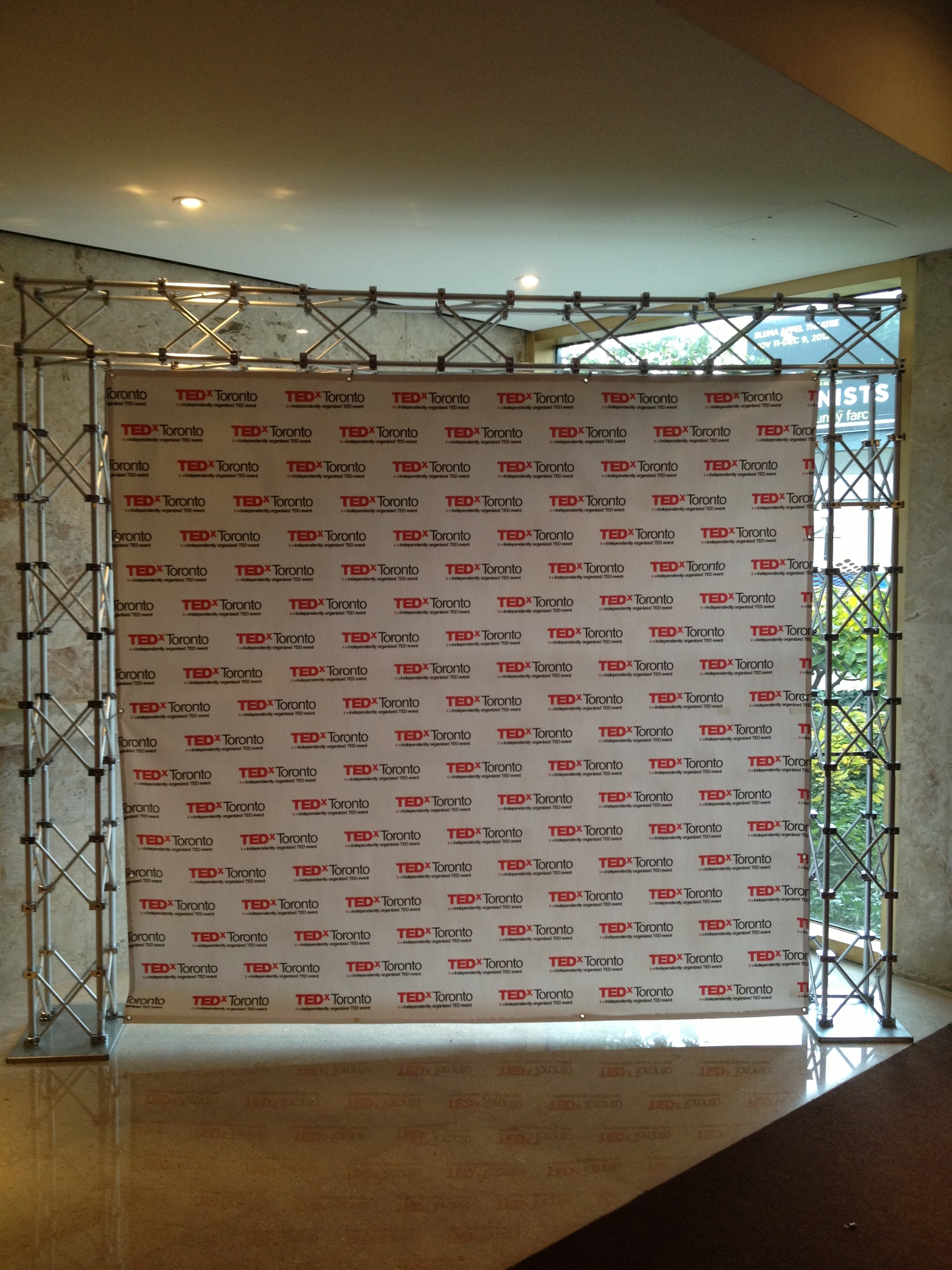 Scrim banner with trussing system