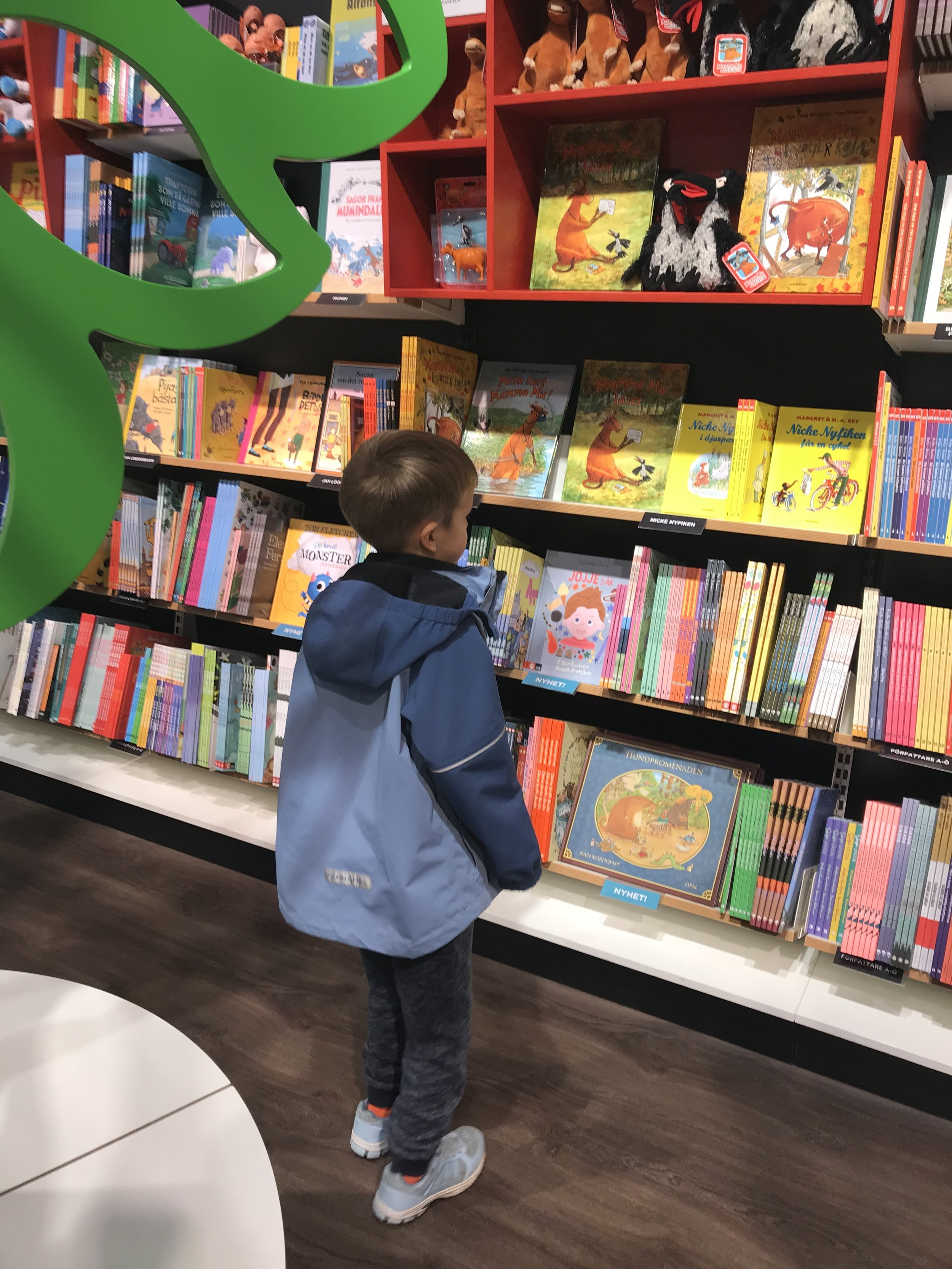 At the library. 📷 Rikke Hjuler