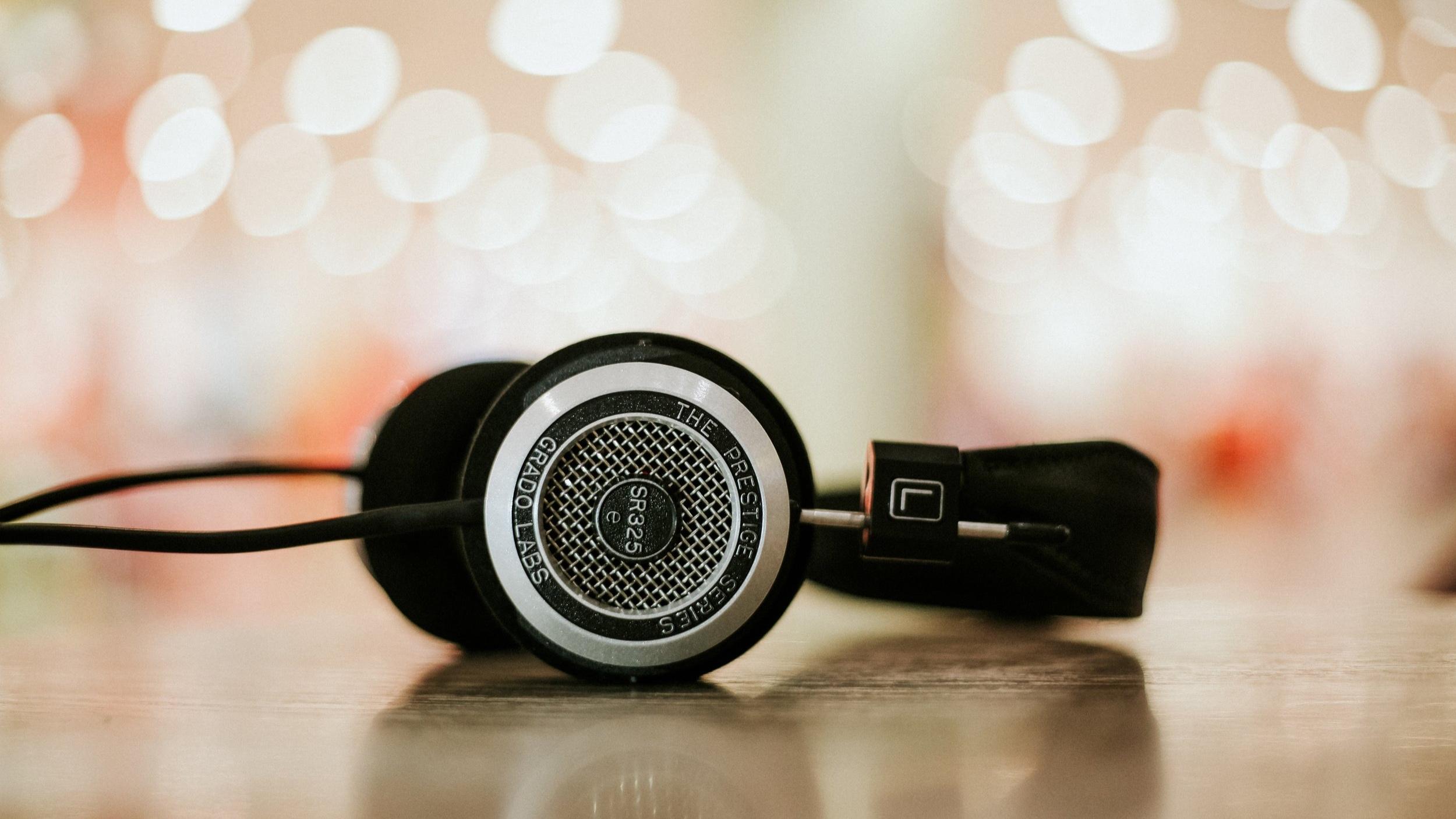 title+headphone+pic.jpg