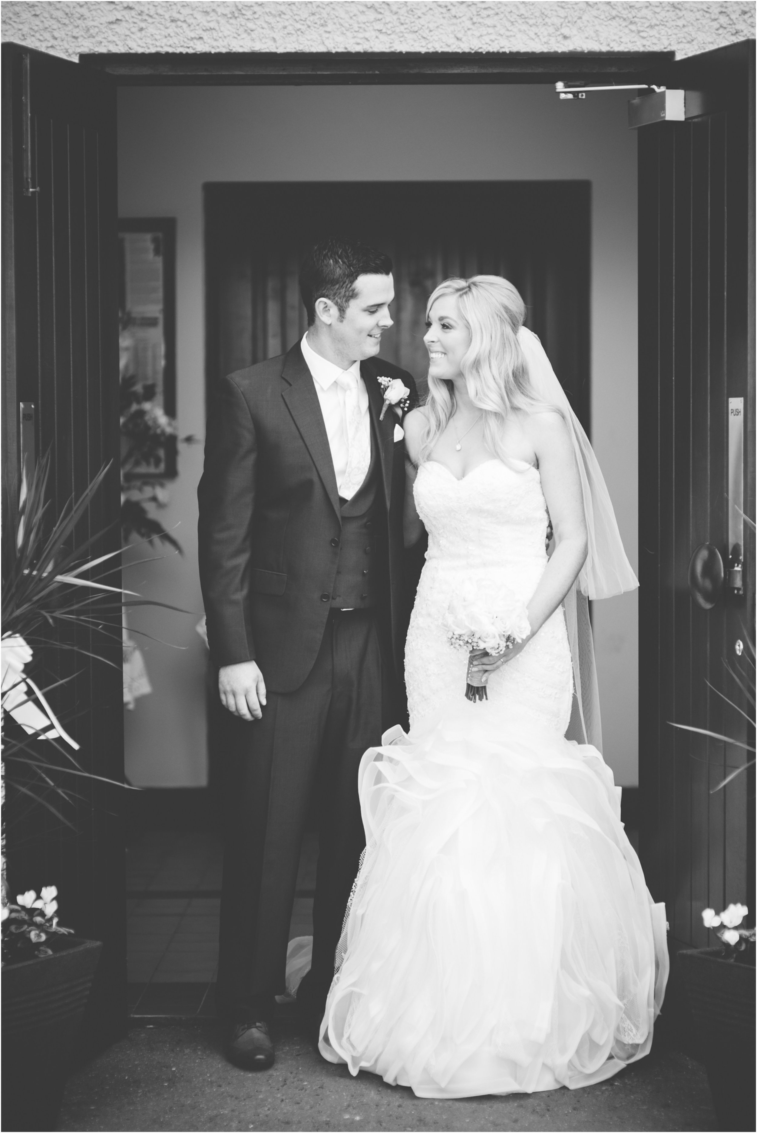 laura-lee-stephen-lough-erne-resort-wedding-photography-co-fermanagh_0040.jpg