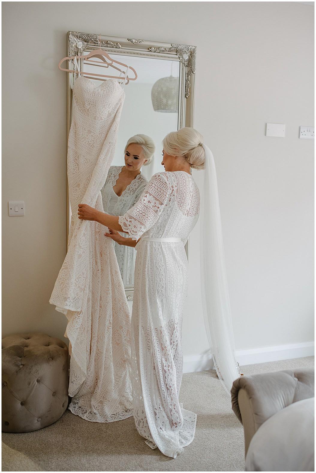 tempo-manor-wedding-jude-browne-photography_0002.jpg