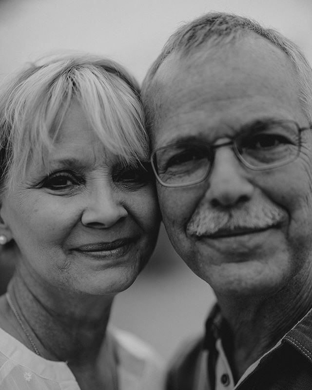 These two wonderful souls are my parents 🖤 April 30th was their 30th wedding anniversary so I did a couples session with them to celebrate. Imagine being with the same person that long and still being that in love with them?! Marriages like theirs are truly an example for the rest of us, and I hope Zach and I will have as successful of a marriage as you do. Love you both the world 🖤