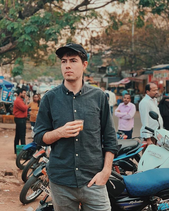 First Chai and street food in Hyderabad 😍 .  #rundownmagazine #burnmagazine #fotografiamagaz #myfeatureshoot #odtakeovers #somewheremagazine #noicemag #gupmagazine #letsgosomewhere #helloicp #rentalmag #fotomobile #fotographia #oftheafternoon #paperjournalmag #wanderfolk #exploreeverything #finditliveit #silvermag #awesupply #dazedandexposed #fujifeed #photographersoninstagram