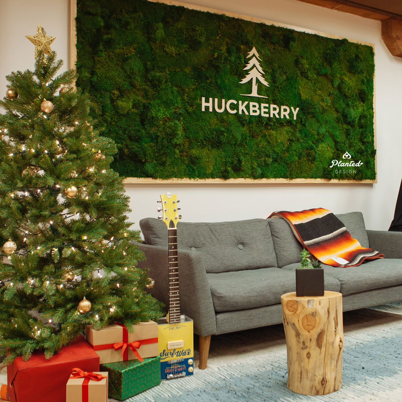 Huckberry  - Moss Wall